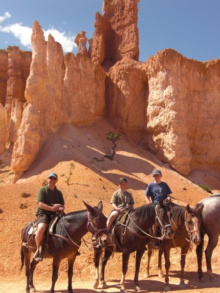 horseriding-in-bryce-canyon.jpg