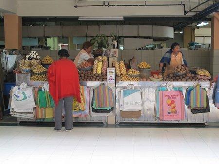 mercado-central-quito-potatoes-detail