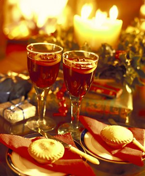 mulled_wine_mince_pies-1.jpg
