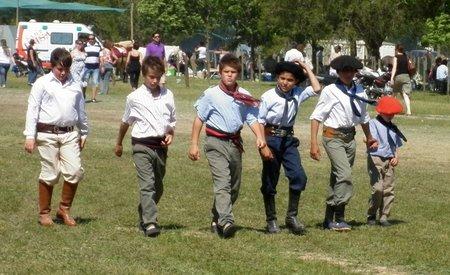 san-antonio-de-areco-argentina-young-gauchos