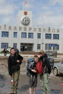 China-with-Children-Irkeshtam-Pass-China