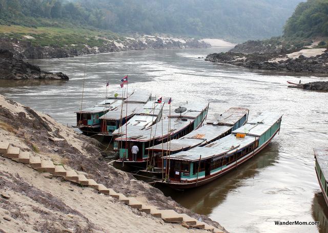Laos-Itinerary-Boat-Mekong